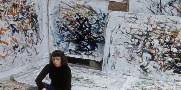 Joan Mitchell in her Paris studio in 1956 (Courtesy SFMOMA / Loomis Dean / The LIFE Picture Collection / Shutterstock)