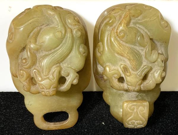 Jade items already eliciting bidder interest include this antique Qing dragon head nephrite jade ceremonial belt buckle from the early 1900s ($200-2,000).