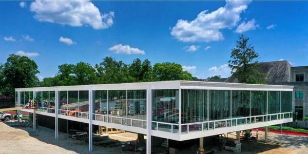 Exterior view of the Eskenazi School of Art, Architecture + Design, a Mies van der Rohe Design, on the campus of Indiana University Bloomington.  Image courtesy of the Eskenazi School of Art, Architecture + Design, Indiana University.  © Hadley Fruits.