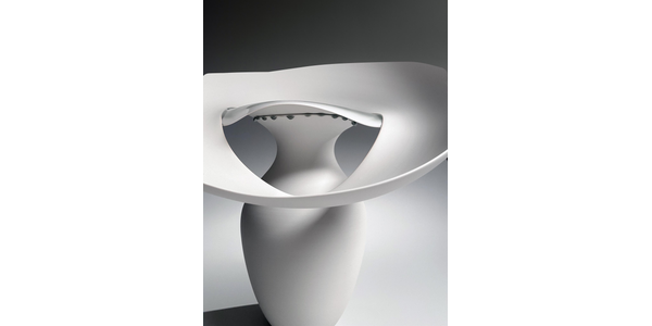"""""""Masterworks of Modern Japanese Porcelain"""" will be presented by Joan B Mirviss LTD at The Winter Show 2021 (online).  Porcelain work by Fukumoto Fuku shown here."""