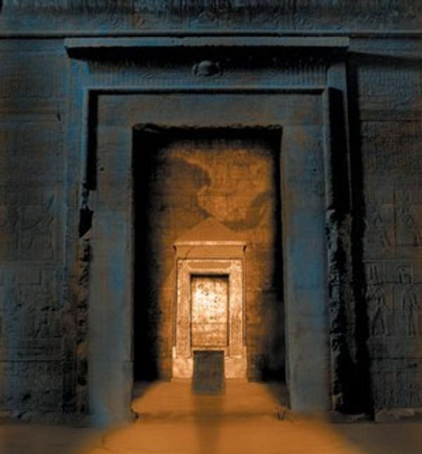 "Metropolitan Museum of Art will return to Egypt the base of a red granite ""naos,"" which is a shrine used to house a statue of a deity."