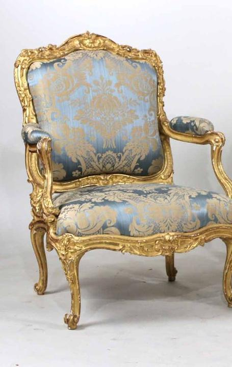 Easily the top lot of the auction was the set of French fauteuils a la reine armchairs, circa 1755-1760, which sold for $225,000.