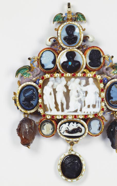 Unknown jeweler, French, Pendant with thirteen cameos, ca.  1720 gold, émail en ronde bosse, émail champlevé, sardonyx, turquoise, black and white onyx, sard, brown and gray agate, black and gray agate, niccolo, Royal Collection Trust, UK, © Her Majesty Queen Elizabeth II 2016