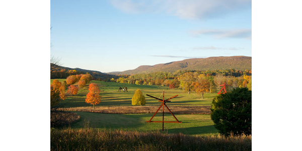 Mark di Suvero, Mon Père, Mon Père, 1973-75, Mark di Suvero, Mother Peace, 1969-70 (installation view) Credit: Jerry L.  Thompson Courtesy Storm King Art Center Archives