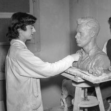 Luise Kaish sculpting Morton Kaish bust at Syracuse University, 1949