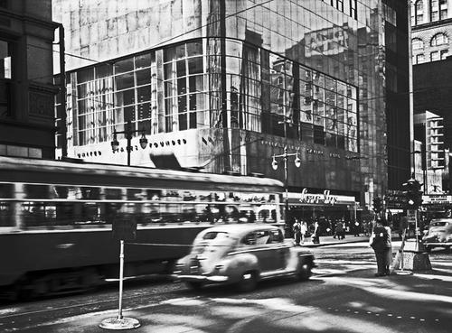 Exterior of the Banking Room, PSFS Building, September 21, 1949.  (PhillyHistory.org)