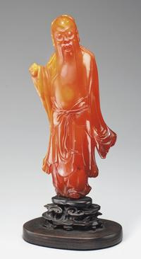 A RARE LARGE AMBER FIGURE OF A DAOIST IMMORTAL 17TH/18TH CENTURY